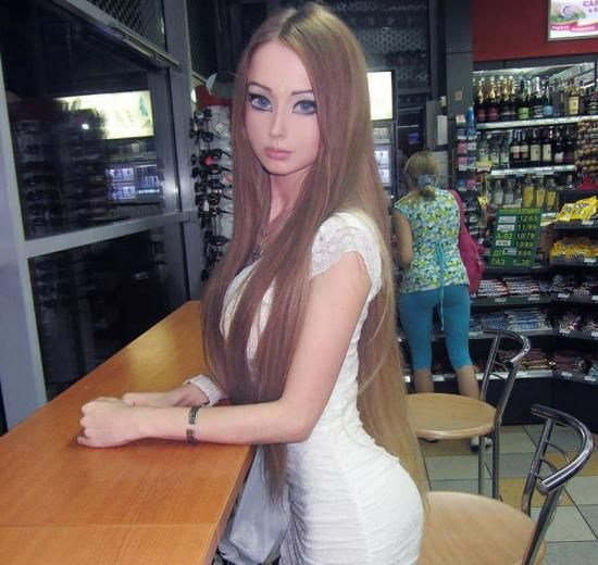 A Look Into the Bizarre Life of the Human Barbie - Icepop