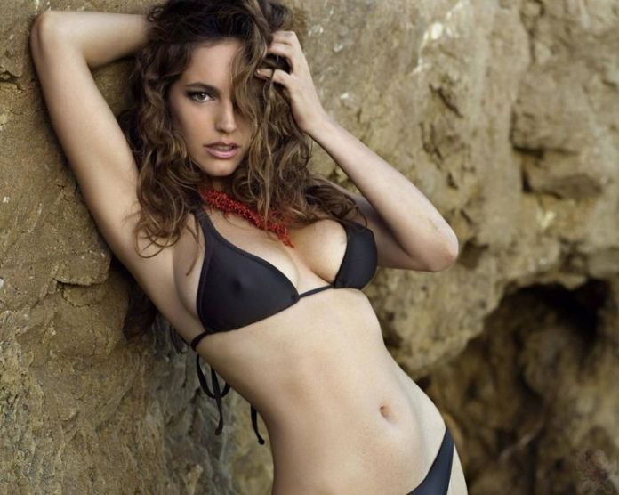 Koleksi Foto Seksi Dokter Cantik Chelsea Eva Carniero