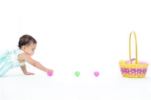 Easter egg hunt. Kids Easter picture ideas