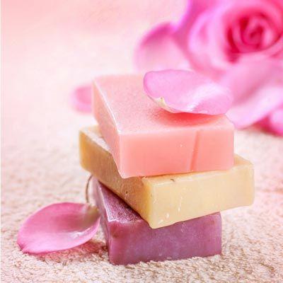 Seife herstellen – Rosenseife selber machen