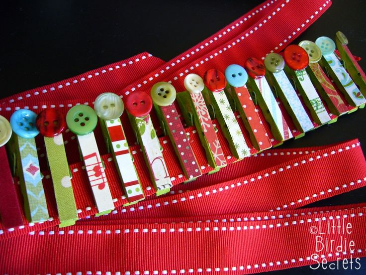 So doing this! I almost paid 25.00 for this from a school fundraiser!  Christmas Card Garland Tutorial – Make and Takes
