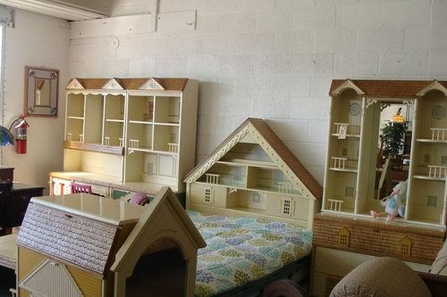 Vintage 1980s Singer Dollhouse 11 Piece Bedroom Set