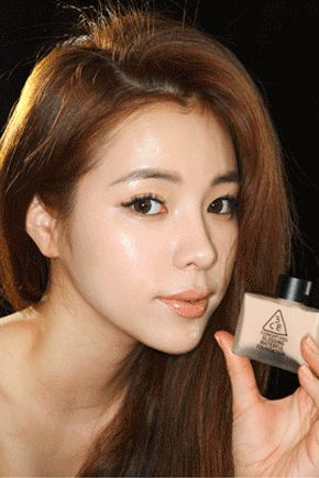 3 Concept Eyes Glossing Waterful Foundation.Gel type foundation highly moist, bl