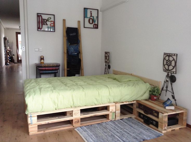 Pallet bedroom | Remodeling | Pinterest | Sleep, Pallets ... on Pallet Ideas For Bedroom  id=78725