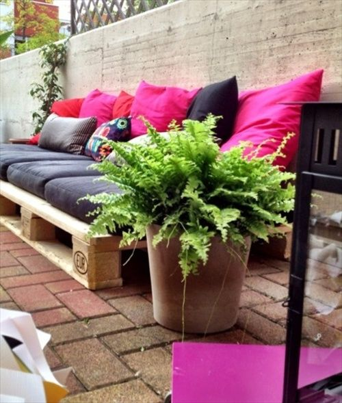 DIY Pallet Couch – Attractive Addition for Living Room – Pallet Furniture