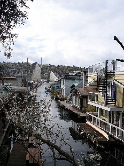 Houseboats and Sailboats on Eastlake, Seattle, Washington ...