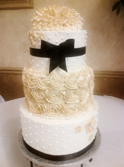 Champagne Ivory And Black Wedding Cake Colors With