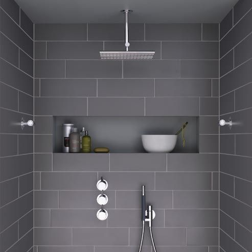 modern shower with dark grey tiles and niche – this looks so spacious!