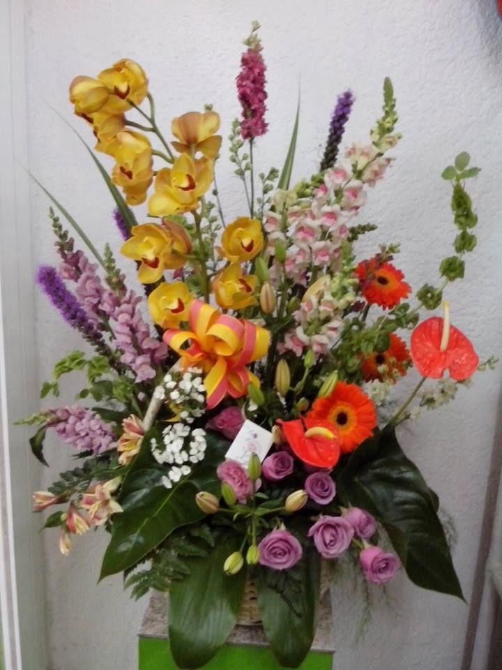 Espectacular Arreglo Combinado Con Orquideas Rosas Y
