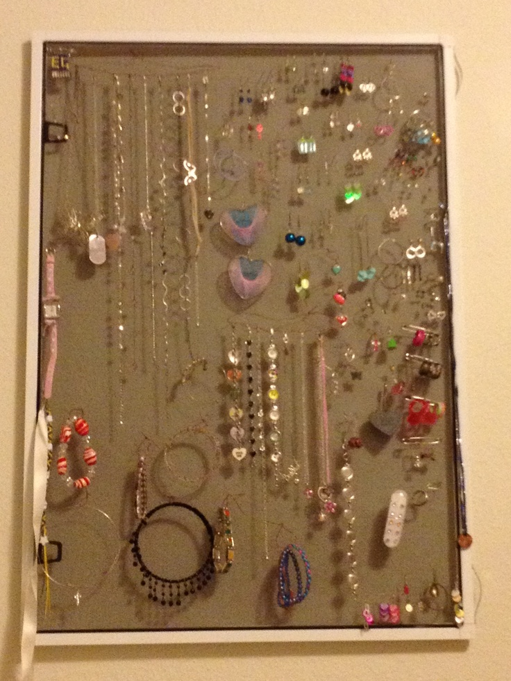 Cute Way To Display Jewelry For A Garage Sale SELL IT