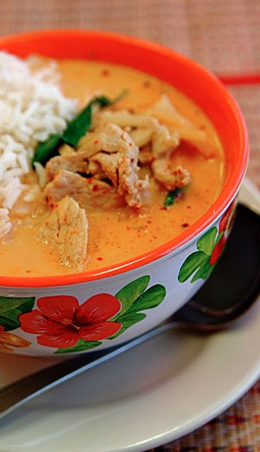 Whole 30 Chicken Curry with Cauliflower Rice – I'd substitute the chicken for cod or tilapia. YUM!