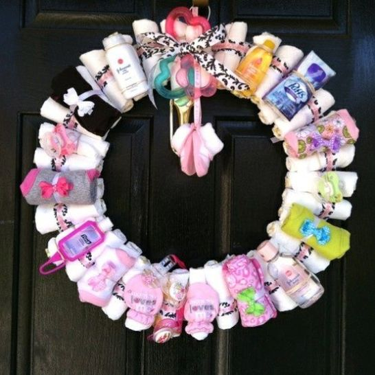 babyshower wreath. so cute!