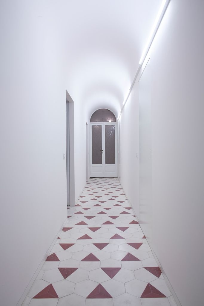 1000 Ideas About Tiled Hallway On Pinterest Terracotta