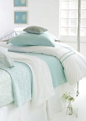 Dormitorio en mint y blanco