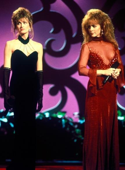 Linda Davis and Reba McEntire debut their multi-award ...