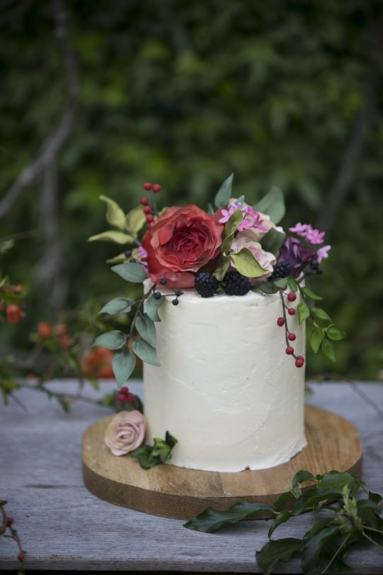 Sugar Flowers Amp Fruit With Buttercream A Natural Wedding
