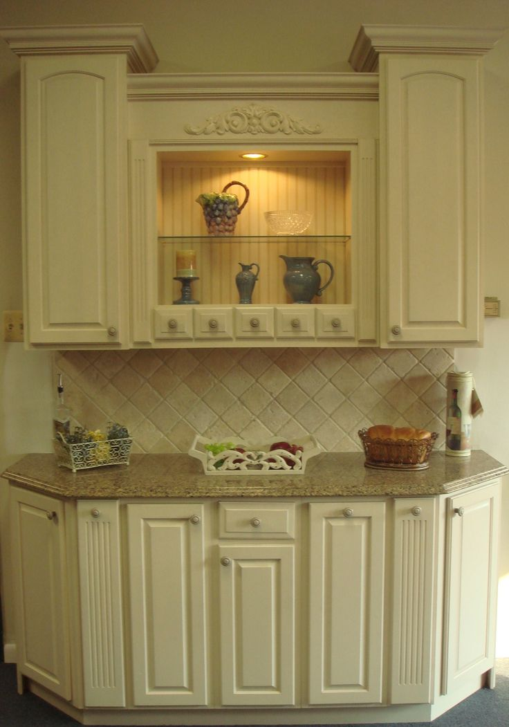 Yorktowne Antique White Cabinets With Sienna Ridge