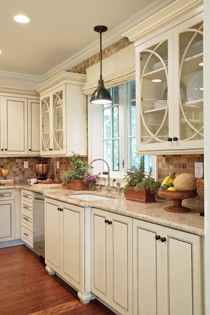 i want my upper white glass cabinets to look like this and i love the molding on the top of the on kitchen cabinets with glass doors on top id=69391