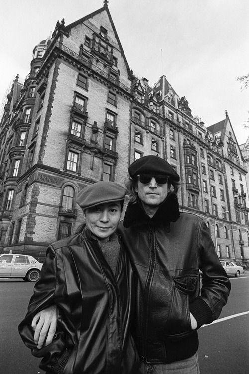 NYC John Lennon And Yoko Ono In Front Of The Dakota