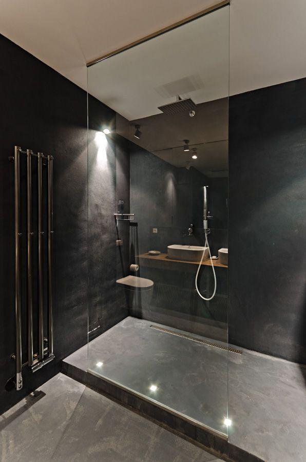 OOOOX CORNLOFT Black Bathroom With Walk In Shower And
