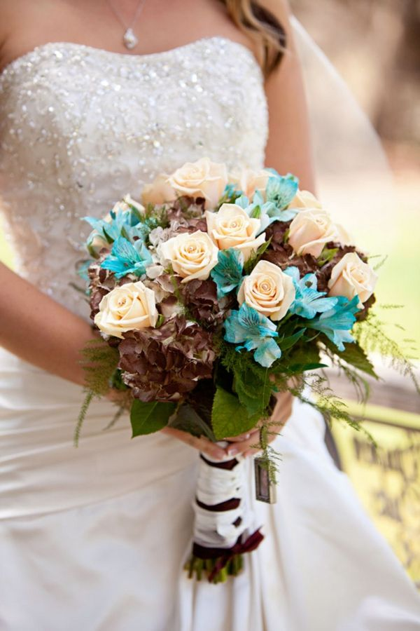 peachy cream roses, chocolate hydrangeas, turquoise alstroemeria, im not so sure about the chocolate hydrangeas but i like the