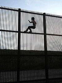 78 images about usa mexico border fence on pinterest on border wall id=33173