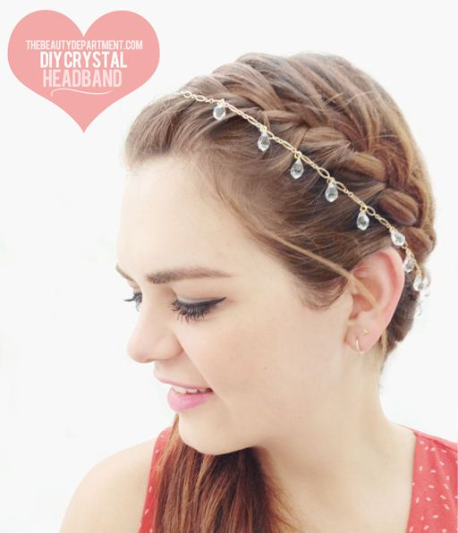 Cute DIY hair accessory for a bride, bridesmaid, or even a fun summer party/night on the town.
