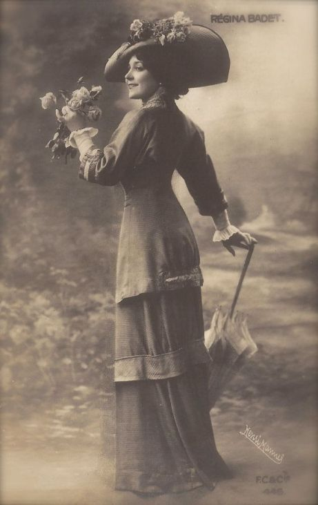 Régina Badet, Belle Epoque French Theatre Actress in Romantic Parisian Fashion Costume by Henri Manuel, Original 1900s Rare Photo Postcard: