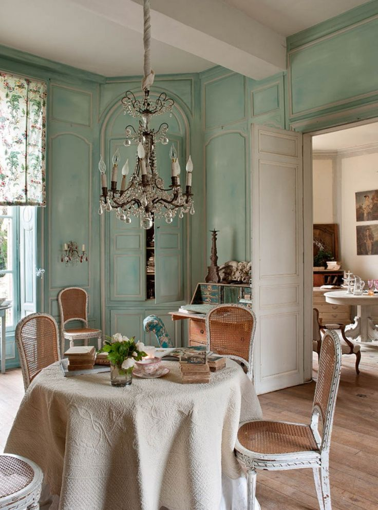 le grillon voyageur french paris interior design on show me beautiful wall color id=93704