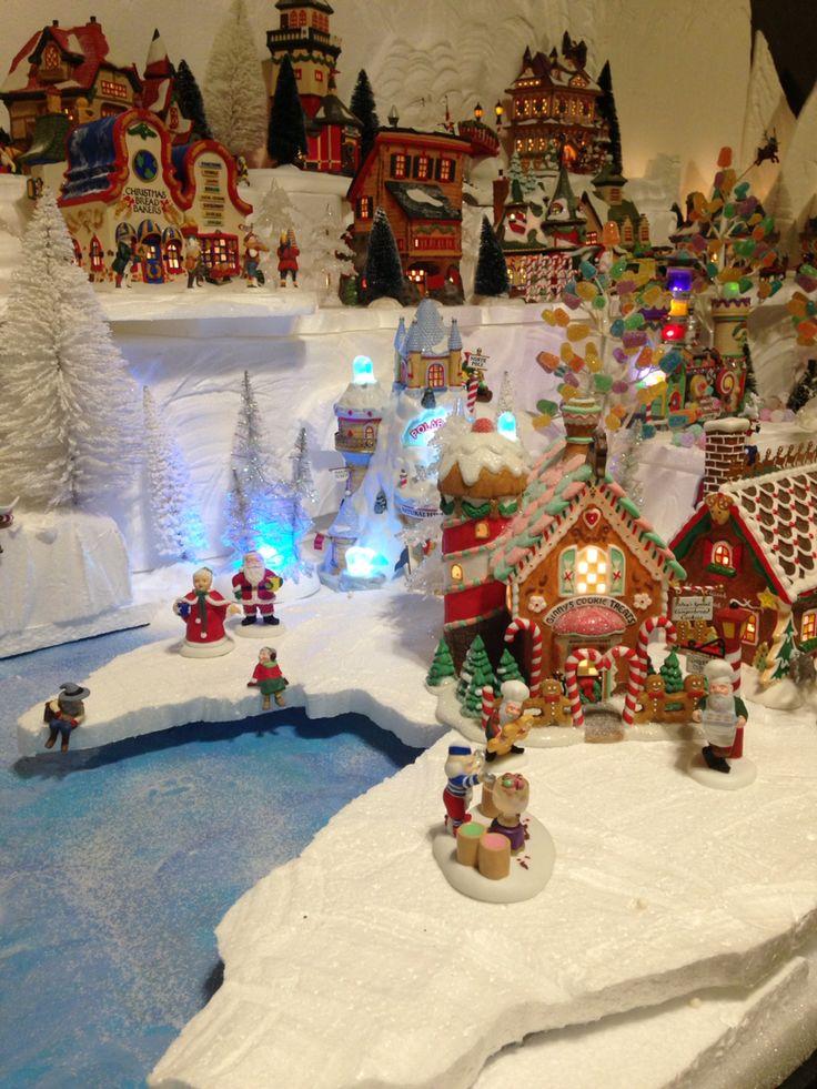 2015 Department 56 North Pole Village Displays Voor