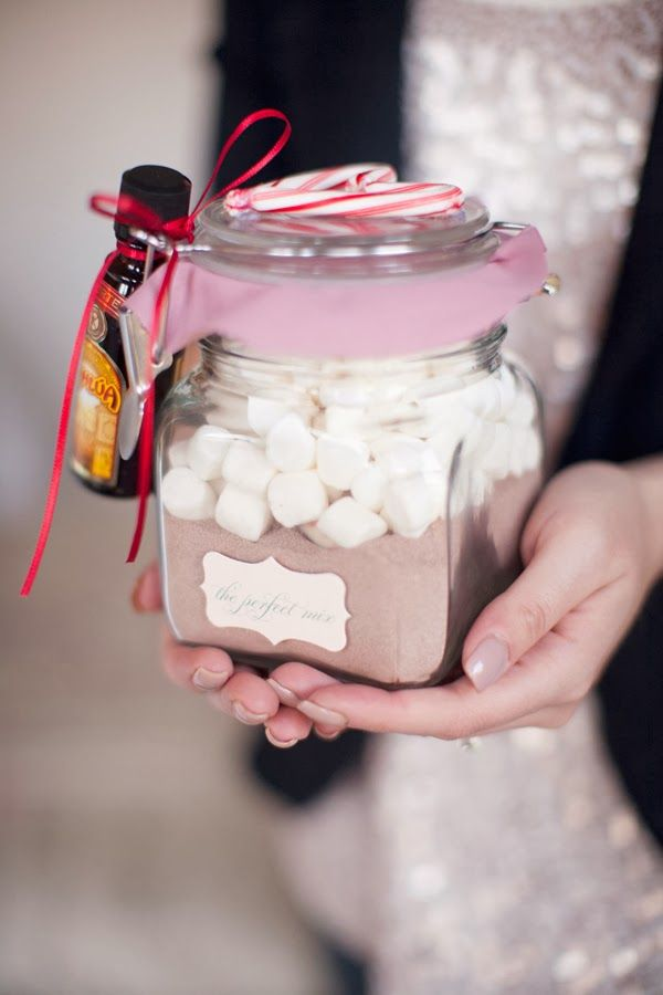 Still need a gift?! NO SWEAT! Here are some super easy, super cute, last minute DIY gift ideas!