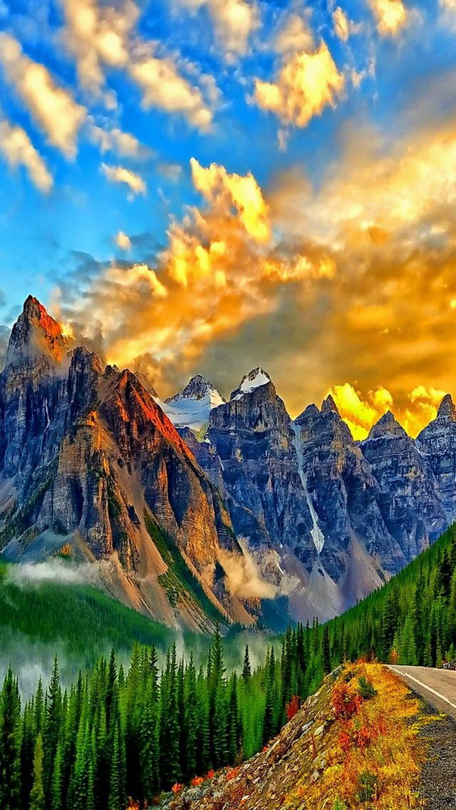 Breathtaking colors over the mountains…