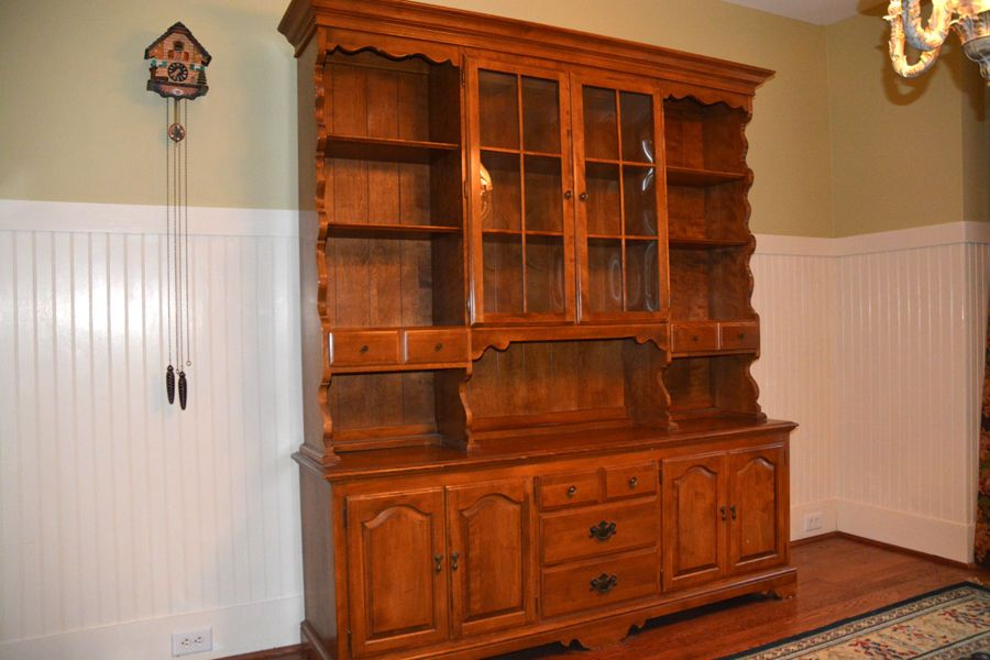 VINTAGE Ethan Allen Maple China Cabinet, Hutch