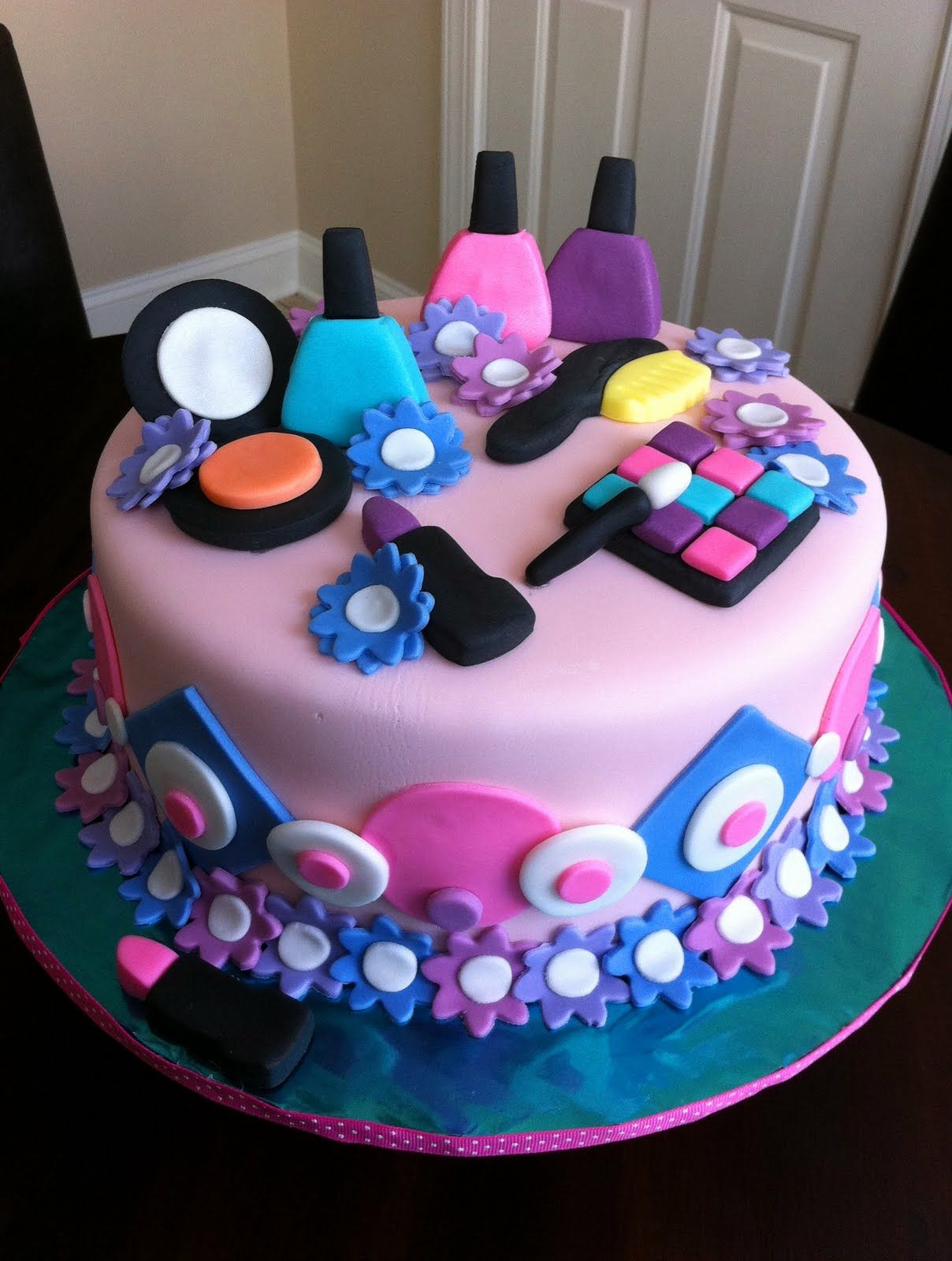 13 Birthday Cakes For Teens