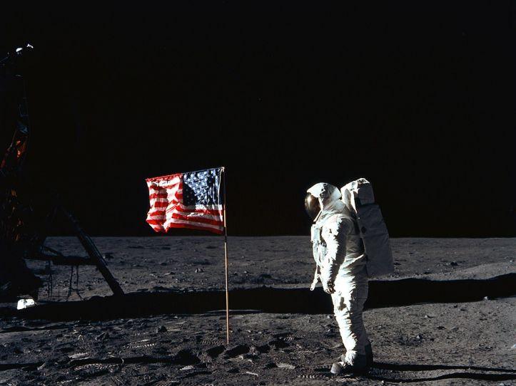 Resultado de imagen para first flag on the moon