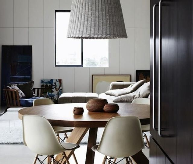 Like The Round Table With The Pendant Light