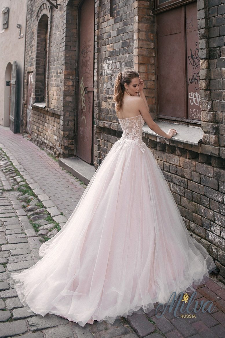 Sweetheart neckline sleeveless ball gown wedding dress sweep train #weddingdress #wedding #weddinggown