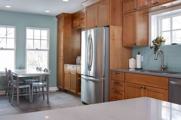 Paint color to go with golden oak cabinets for Best brand of paint for kitchen cabinets with wall art by color