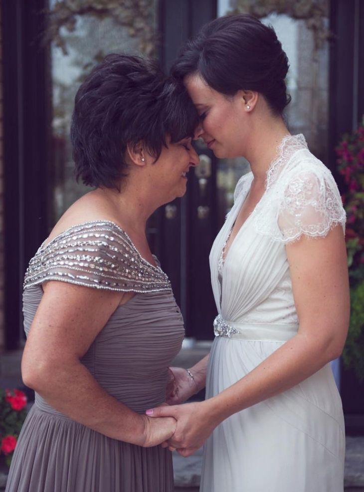 Mother of the Bride Photos That Will Warm Your Heart  Happy