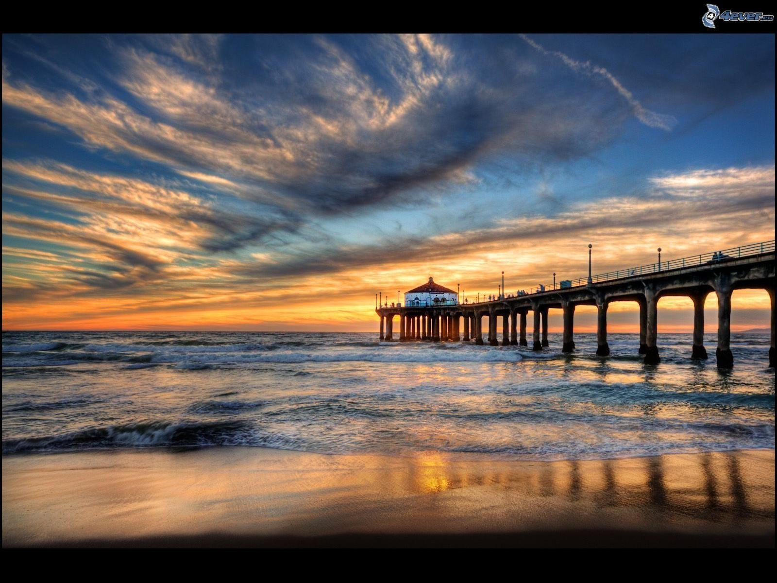 the manhattan beach pier is a pier located in manhattan beach