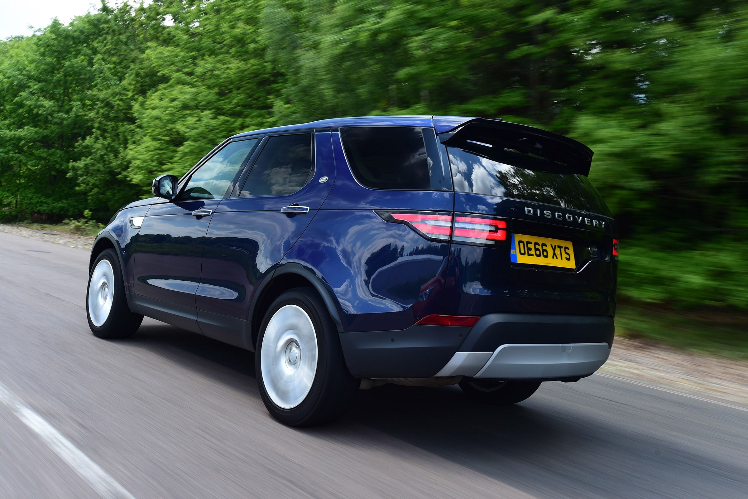 Punchy six cylinder sel Land Rover Discovery SUV arrives on