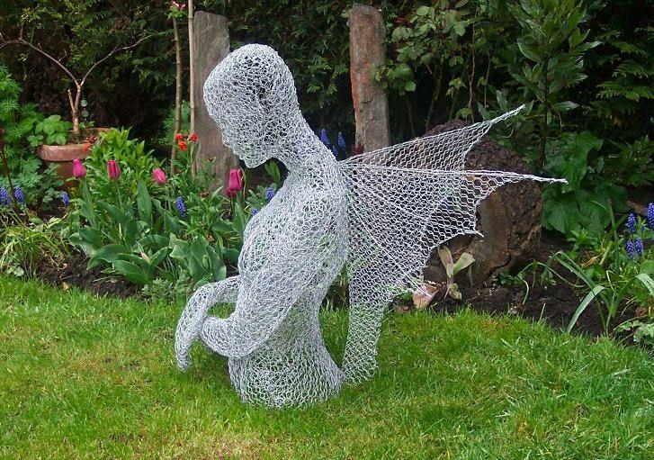 Znalezione obrazy dla zapytania chicken wire sculpture
