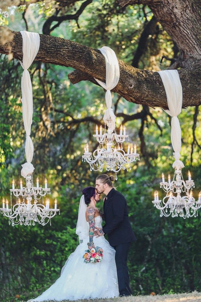 Chandeliers And Cowboy Boots At This Texas Rock N Roll Wedding More