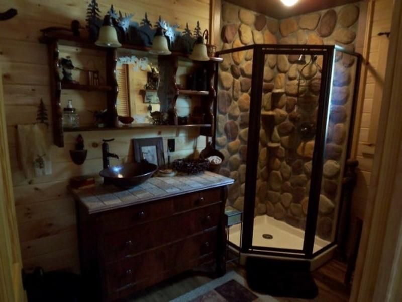 Best 25+ Cabin Bathroom Decor Ideas On Pinterest