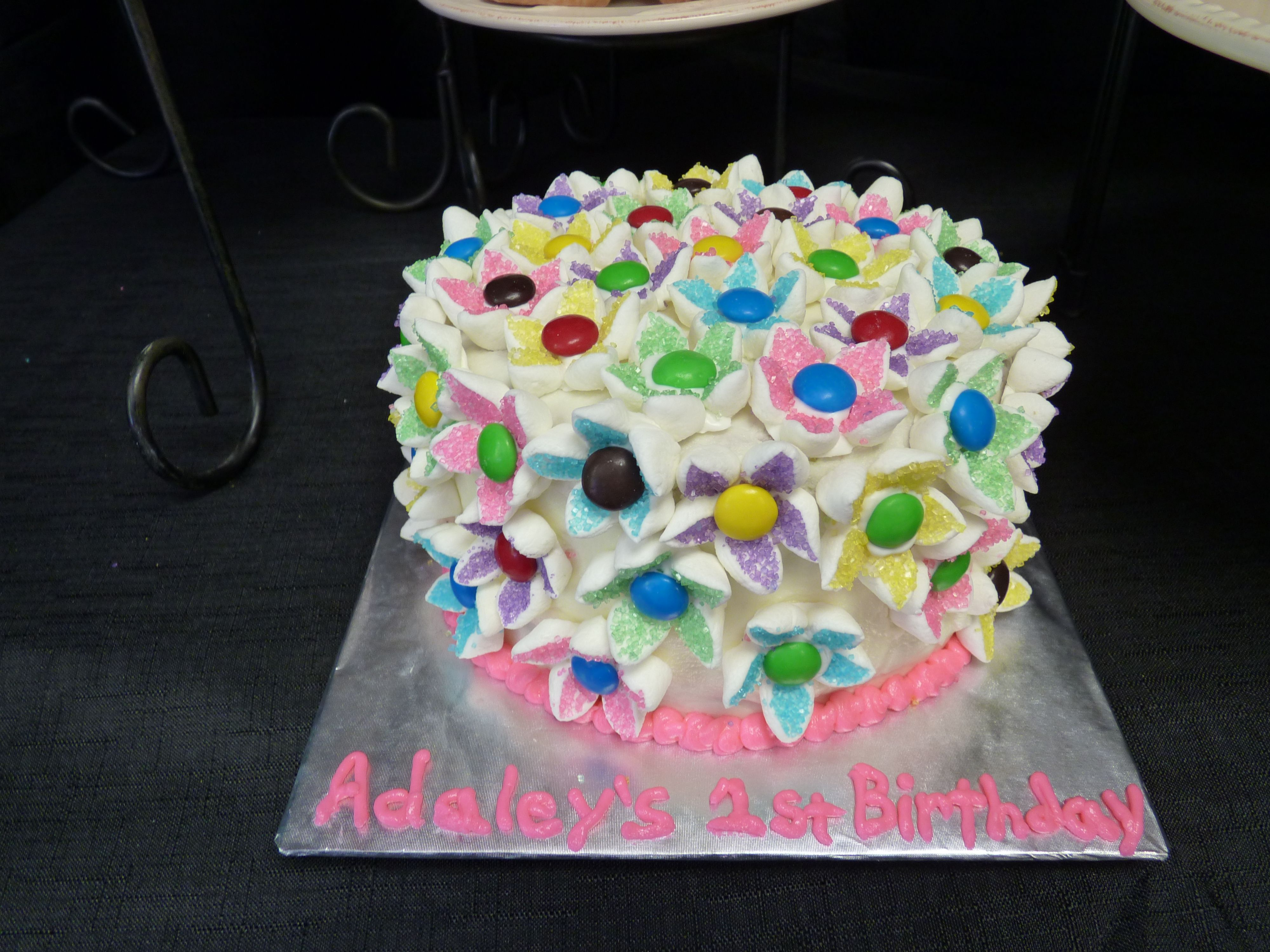 Marshmallow Flower Cake And Cupcakes