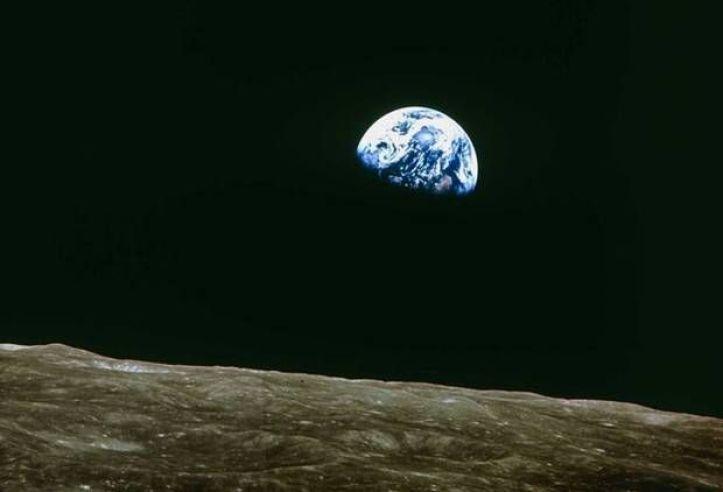 Resultado de imagen para first earth picture from space
