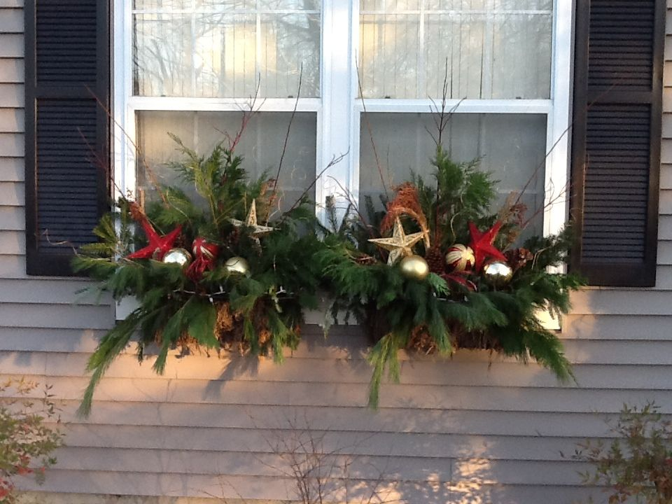 Window box christmas decorating ideas for Decor 720 container