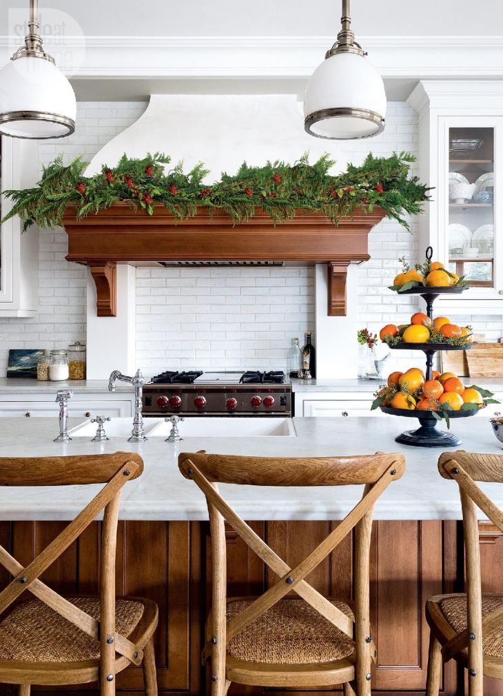 House tour Natural and traditional Christmas Kitchen photos