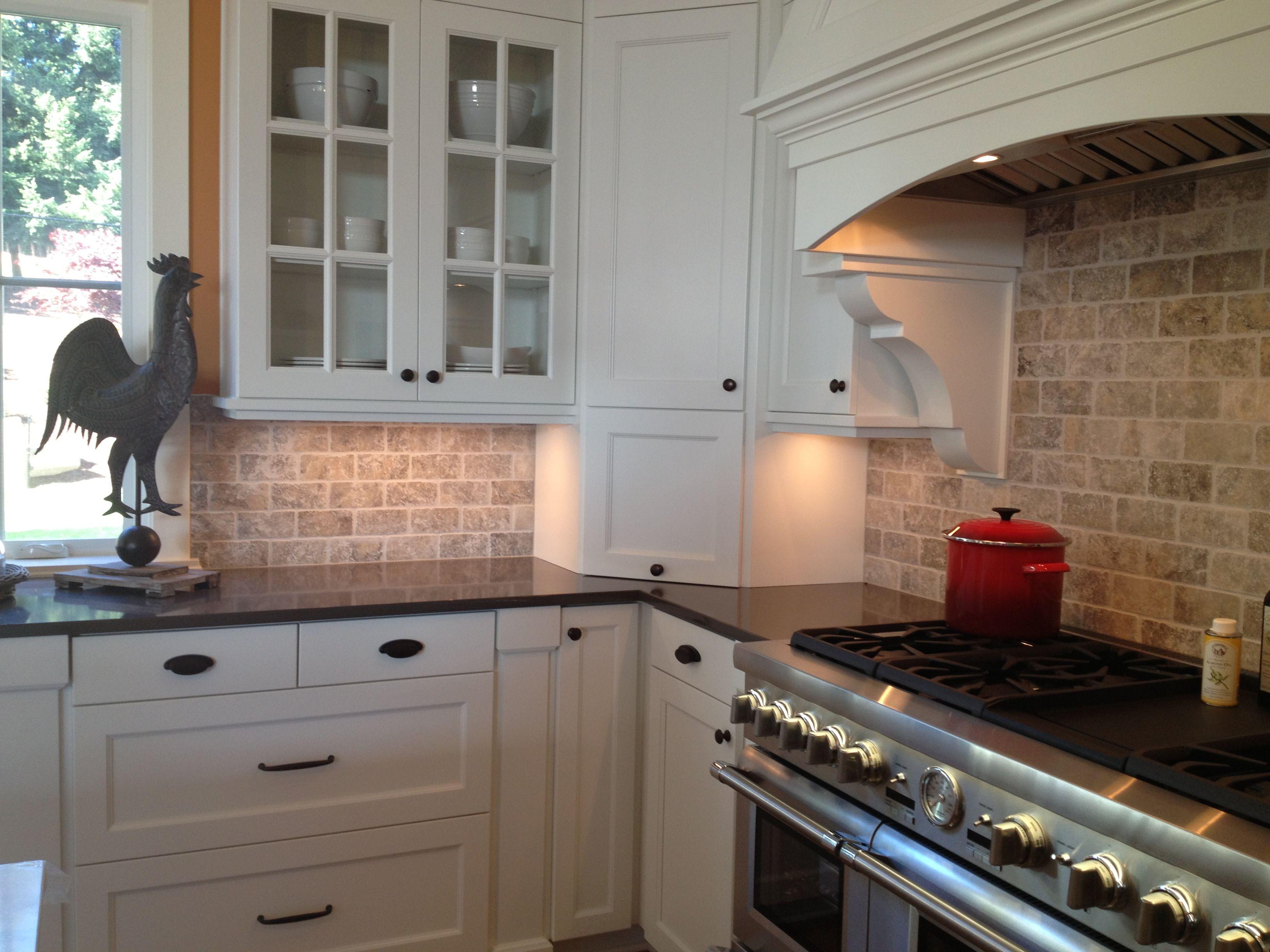 Picture of Kitchen Travertine Backsplash with White ... on Kitchen Backsplash Black Countertop  id=47387