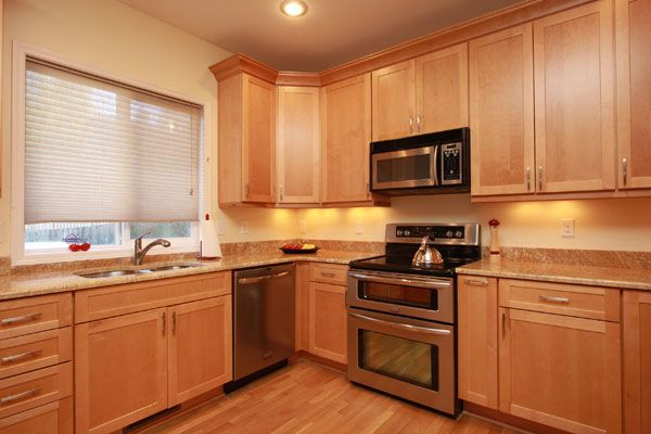 Light Maple Kitchen Cabinets | Maple Cabinets with Granite ... on Best Countertops For Maple Cabinets  id=19258